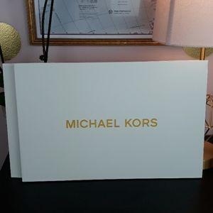 🆕️🎁NEW Michael Kors Gift Box ❗FREE❗